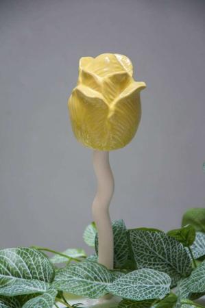 Havefigur - rose på pind - gul