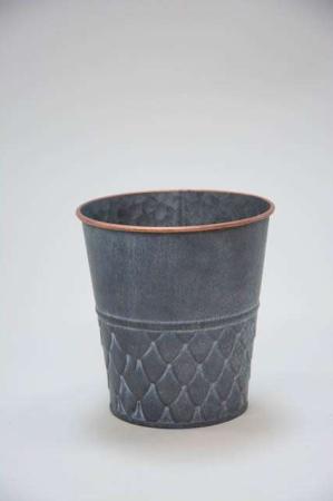 Urtepotteskjuler af zink med kobberkant