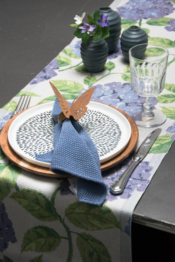 Ekelund bordløber af stof med blå hortensia