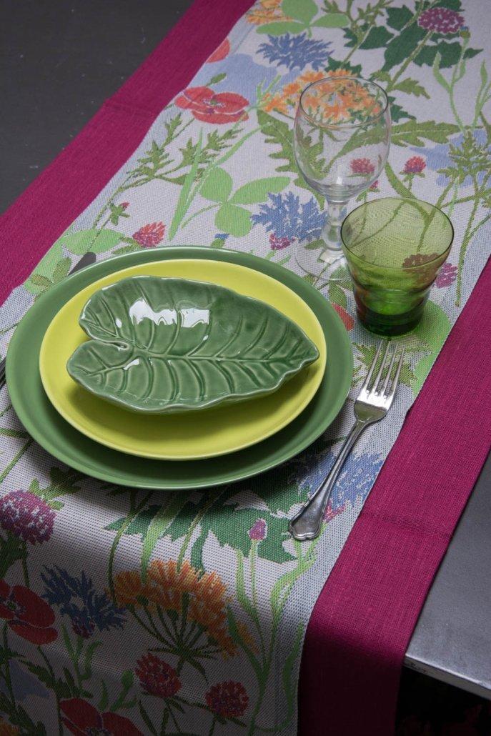 Ekelund bordløber af stof med motiv af sommerblomster