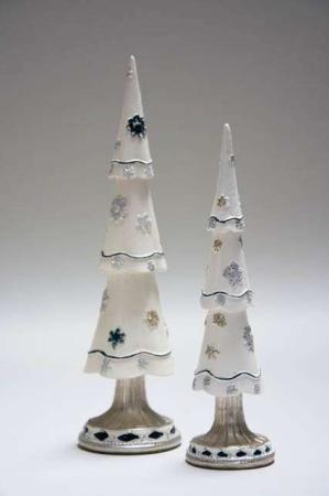 Hvidt deko juletræ med blå og sølv dekoration