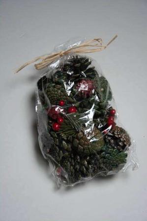 Kogle mix med grønne kogler og røde bær