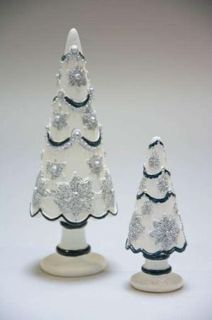 Lille cremehvidt juletræ med sølv og blå pynt