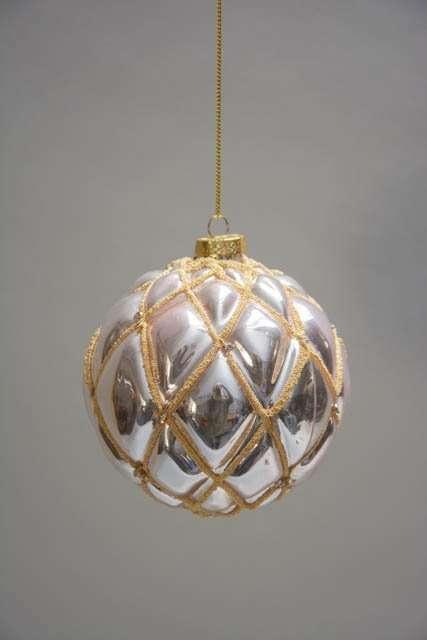 Sølv juletræskugle med rosa skær og guld glitter