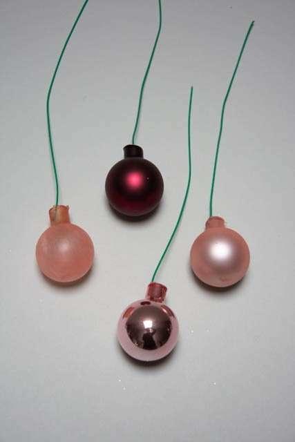 Bordeaux rosa dekorations kugler af glas med ståltråd