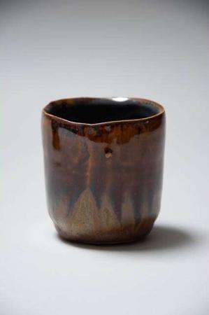 Retro urtepotteskjuler i brune nuancer. 2Have Flame potteskjuler. Brun keramikskjuler til potteplanter. Potteskjuler i brun keramik.