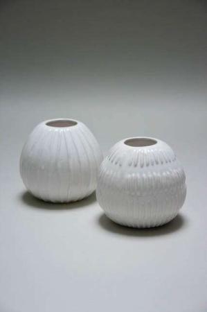 Lille rund keramik vase med hvid lasur