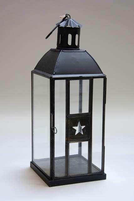 Sort lanterne med stjerne. Sort lygte med krog til ophæng. Havelygte med stjerne. Lanterne i metal.