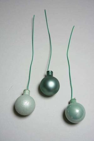 grønne dekorations kugler af glas med stltråd