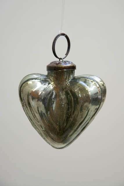 Glas julekugle fra Ib Laursen - olivengrønt hjerte