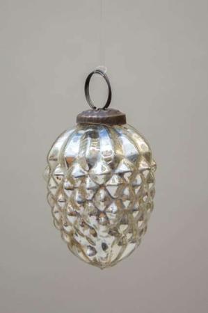 Glas julekugle fra Ib Laursen - sølv kogle