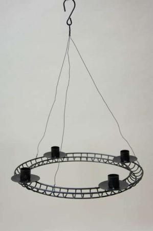 Sort adventskrans af metal med wire til ophæng