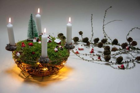 Find inspiration til din adventskrans 2018 - adventsdekoration med nisselandskab