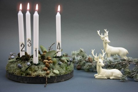 Find inspiration til din adventskrans 2018 - grøn adventsdekoration med lav