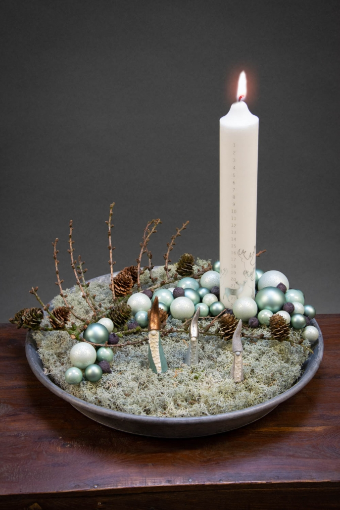 Juledekoration 2018 - juledekoration med lav og små grønne julekugler