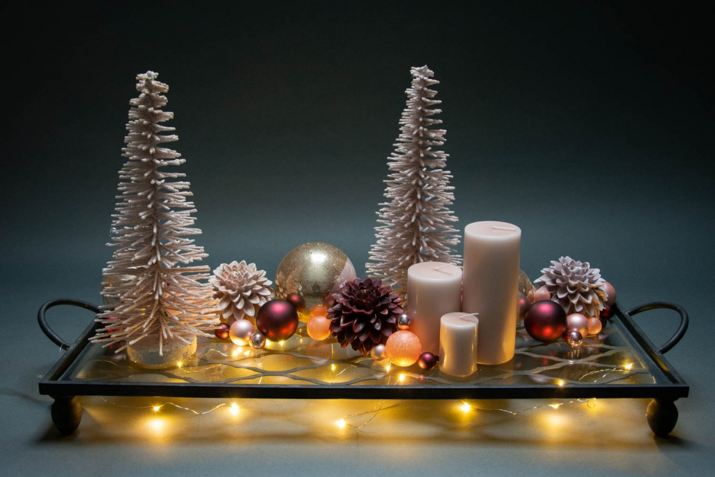 Juledekoration 2018 - rosa juledekoration med juletræer og julekugler