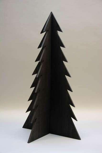 Stort sort juletræ af træ