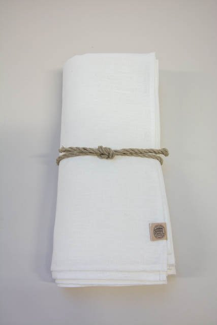 Hvid hørdug fra kardelen