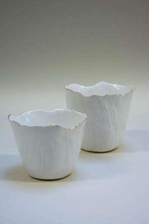 Hvid potteskjuler med guldkant