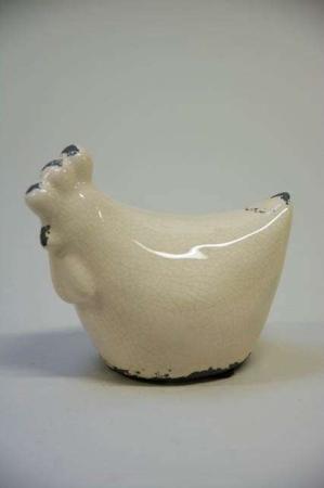 Påskepynt-2019.-Cremefarvet-påskekylling-i-keramik.-Påskefigur