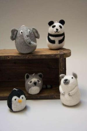 Filtet dyr. Filtede dyr. Dyrefigurer af filt. Søde filt dyr. Filt elefant. Filt panda. Filt vaskebjørn. Filt pingvin. Filt bjørn.