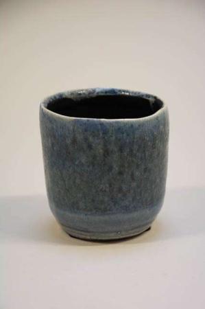 Keramikpotte. Potteskjuler. Potte med blå glasur