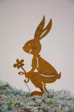 Figur af jern. Påskehare med blomst. Påskehare af jern rust