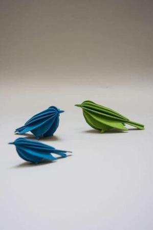 Lovi bird. 3D fugle af træ. Figurer af træfugle