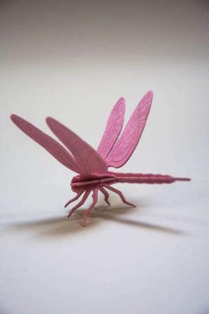Lovi dragonfly. 3D figur af guldsmed. Lyserød guldsmed af træ