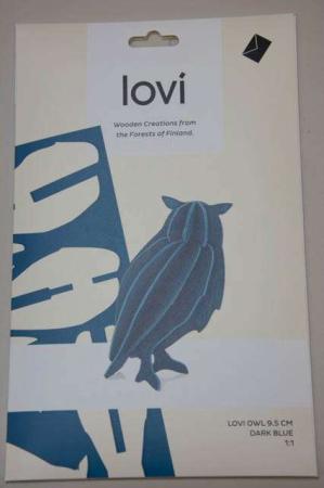Lovi owl. 3d figur af ugle. Blå uglefigur af træ.