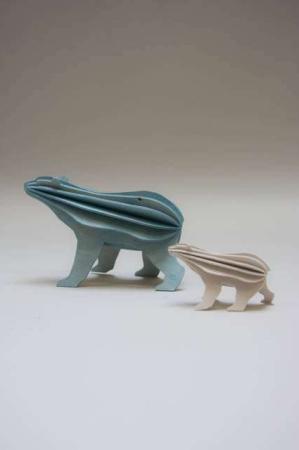 Lovi polar bear. Isbjørne af træ. 3Dfigurer af isbjørne