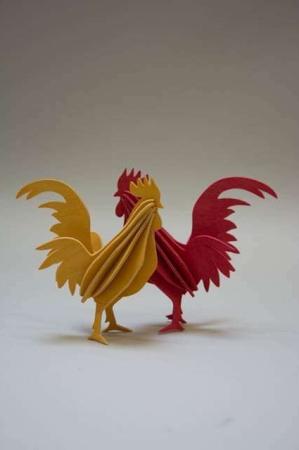 Lovi rooster. Lovi 3D figur af birkefiner. Hane af træ. Rød hane. Gul hane.