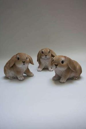 Påskeharer 2019. Havefigur. Kaniner til haven. Kaniner til pynt. Påskeharer til pynt. Havedeko 2019. Søde kaniner. Brun hare.