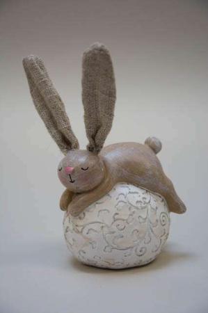Sovende kanin på æg.