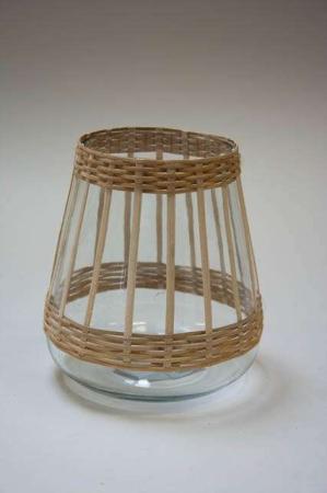 Lanterne af glas med bambus. Lysestage af glas med bambus