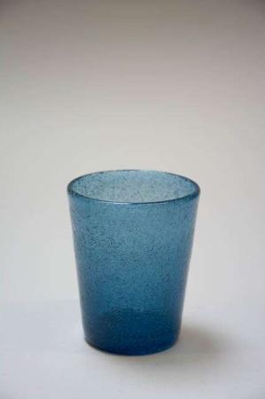 Mundblæst vandglas. Farvet glas. Fyrfadsstage af blåt glas