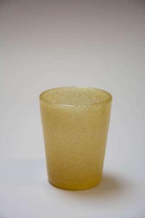 Mundblæst vandglas. Farvet glas. Fyrfadsstage af gult glas