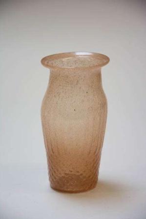 Vase af glas. Glasvase. Ferskenfarvet vase i glas