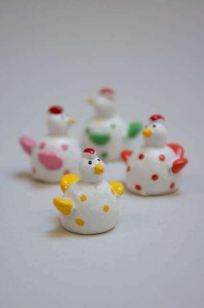 Mini glasfigur af høns. Høns af glas. Glashøns med prikker. Glashøns