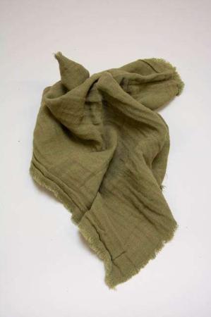 Olivengrøn stofserviet. Ib Laursen stofserviet. Grøn tekstilserviet. Grøn serviet i stof. Mundserviet i grønt stof. Grøn mundserviet til borddækning.