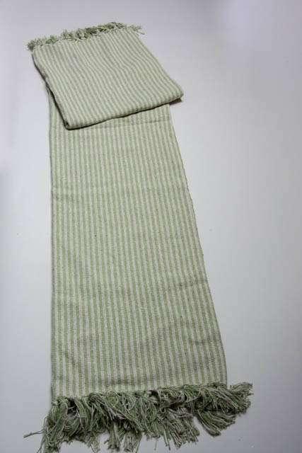 c61043954 Grønstribet tæppe med frynser