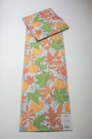Økologisk bordløber i efterårsfarver - Perslöv. Bordløber med orange, gule og grønne farver. Efterårsløber med blade. Bordløber i stof. Tekstil bordløber.