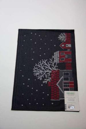 Økologisk dækkeserviet fra Ekelund - Julstad 90. Juledækkeserviet i stof. Vævet dækkeserviet til jul. Stofdækkeserviet med julemotiv.