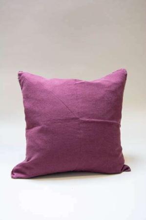 Blommefarvet pudebetræk i hør. Aubergine pudebetræk til pyntepude. Vinrødt pudebetræk til sofapude.