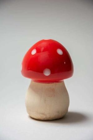 Rød fluesvamp i keramik. Havefigur af keramik. Havefigur svamp. Havefigur paddehat af keramik. Keramiksvamp.