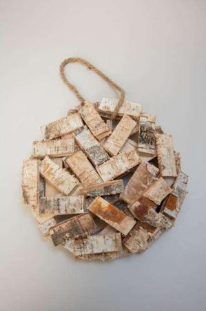 Dekoplade med birketræstykker - ophæng. Birketræ til deko. Trækrans til dekoration.