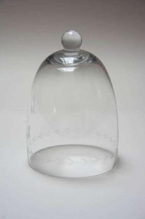 Glasklokke med knop. Klokke af glas til pynt. Glasklokke til dekoration.