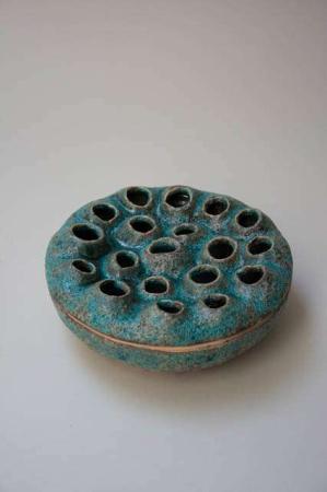 Azores vase fra 2Have. Grøn keramikvase med huller til mange blomster. Keramikskål og vase til små blomster. Mintgrøn keramikskål. Mintgrøn keramikvase. Mintgrøn skål. Mintgrøn vase.