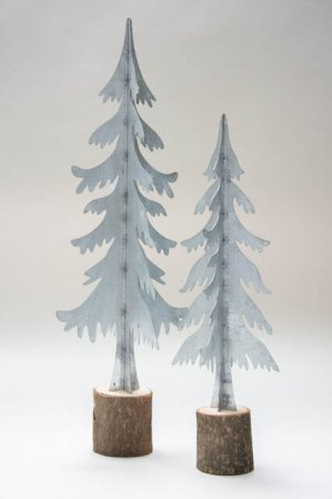 Metaljuletræ på træblok. Juletræ i zink på træfod. Zinkjuletræ. Juletræ i metal. Juletræ i zink. Julepynt i zink og træ.