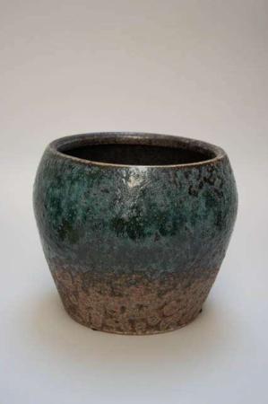 Potteskjuler i brun og grøn keramik. Keramikvase i retrostil. Turkisgrøn retro potteskjuler. Pot Wow fra 2Have.